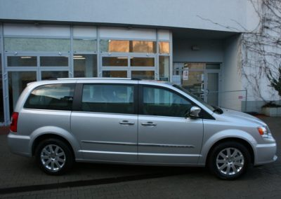 2012-Chrysler-Grand-Voyager-Town-Country-003