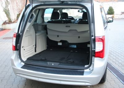 2012-Chrysler-Grand-Voyager-Town-Country-068