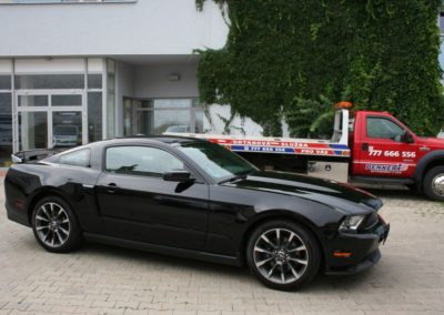 2012-Ford-Mustang-GT-Premium-005