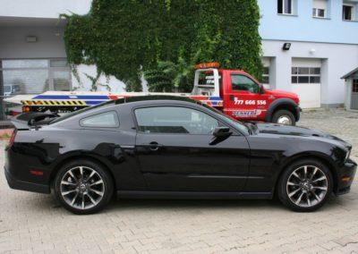 2012-Ford-Mustang-GT-Premium-007