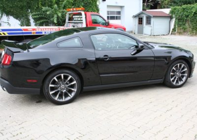 2012-Ford-Mustang-GT-Premium-008