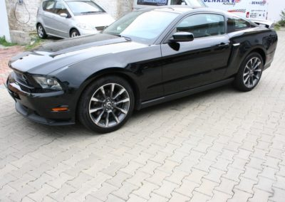2012-Ford-Mustang-GT-Premium-017