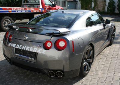 2009-Nissan-GT-R-010