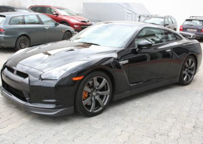 2009-Nissan-GT-R-014