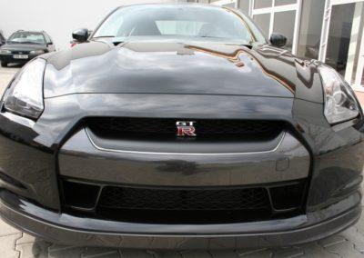 2009-Nissan-GT-R-044
