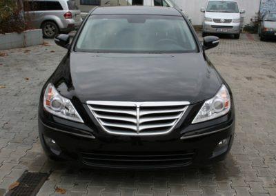 2010-Hyundai-Genesis-001