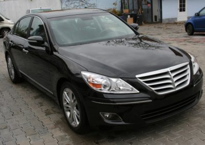 2010-Hyundai-Genesis-003