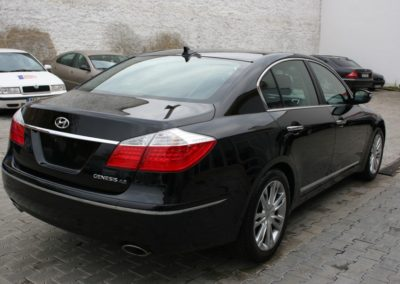 2010-Hyundai-Genesis-012