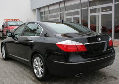 2010-Hyundai-Genesis-016