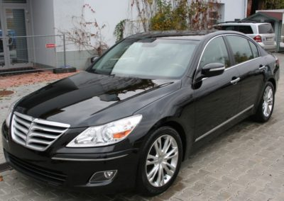 2010-Hyundai-Genesis-024