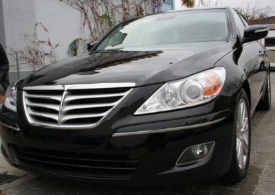 2010-Hyundai-Genesis-066