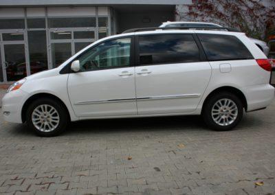 2010-Toyota-Sienna-006