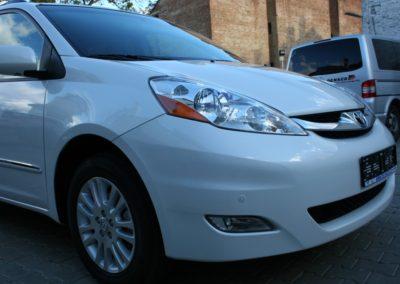 2010-Toyota-Sienna-061