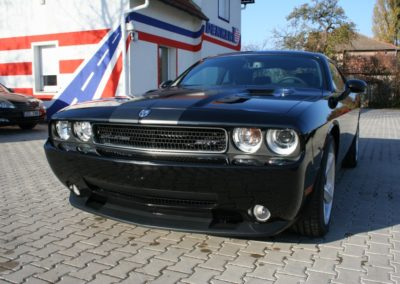 Dodge Challenger SRT – 8